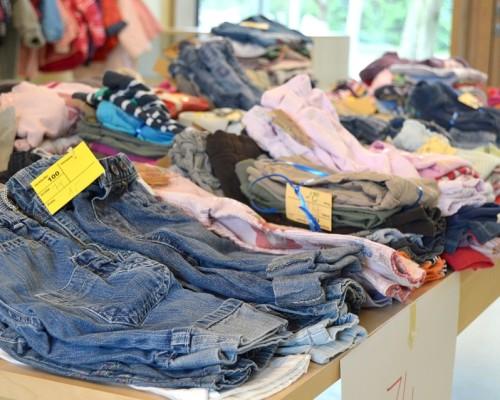 Куда можно сдать старую одежду за деньги