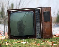 Куда сдать старый телевизор за деньги: комиссионка или утиль